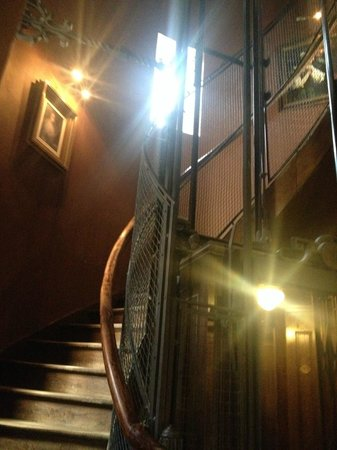Hotel Dukes' Palace Bruges : Stairwell of the old tower