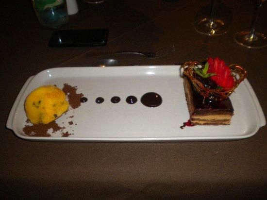 Grand Crucero Iguazú Hotel: Chocotorta con maracuyá del restaurante del 1° del hotel