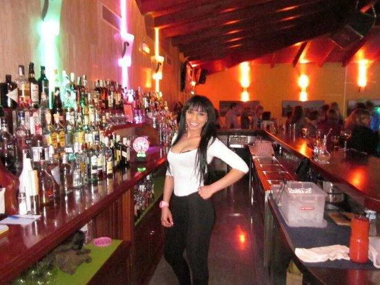 Complejo Copacabana: camareras sala de baile