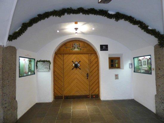 Hotel Weisses Kreuz : Front door