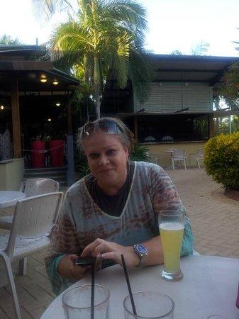 Novotel Darwin Airport: Enjoying free drink at Resort