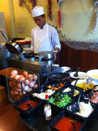 Hotel Somadevi Angkor Resort & Spa: Egg station.