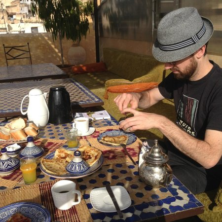 Riad Laayoun: Moroccan mint tea, coffee and crepes, Yum!