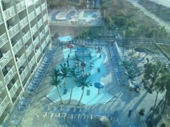 Captains Quarters Resort: pool view