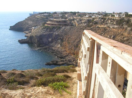 Villette Cala Grecale: panorama del villaggio con vista del Relais delle Isole una struttura di lusso integrata nel vil