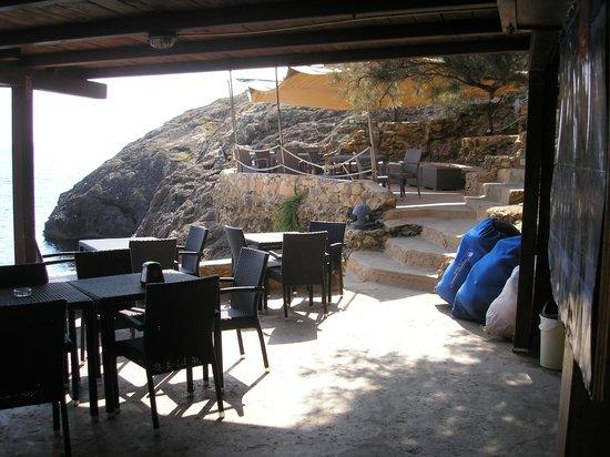 Villette Cala Grecale: Bar sulla baia, scavato nella roccia