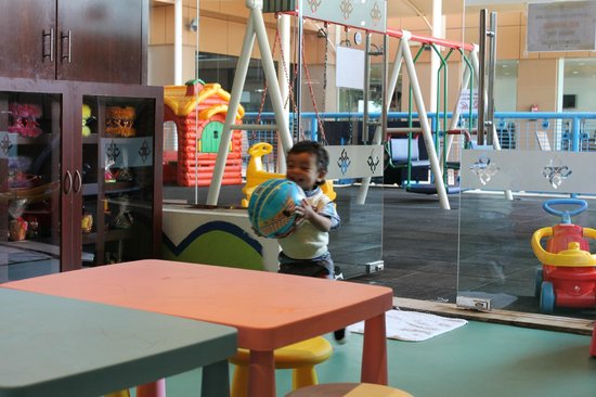 Gloria Hotel : My baby just loved to play in this exciting playground