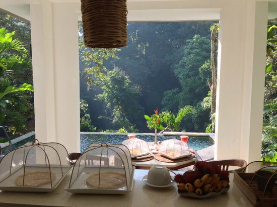The Luku Boutique Villa & Gallery: breakfast with a view
