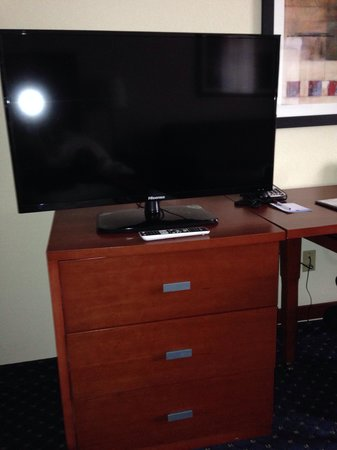 "Comfort Suites Outlet Center: 42"" TV's!"