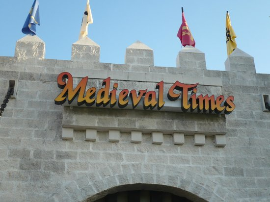 Medieval Times Dinner & Tournament: entrance