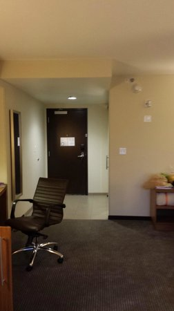 Hyatt Place Chicago / River North: Nice Size Room - Relatively New Furniture