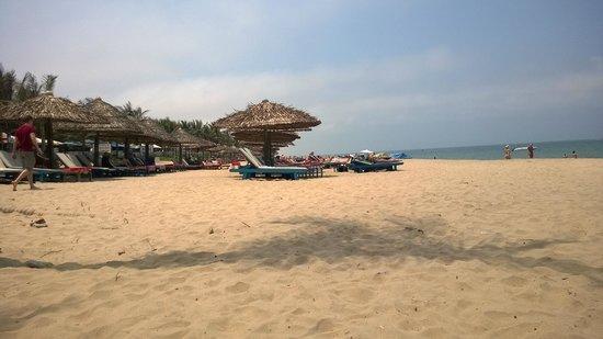 Ha An Hotel: beach in Hoi an