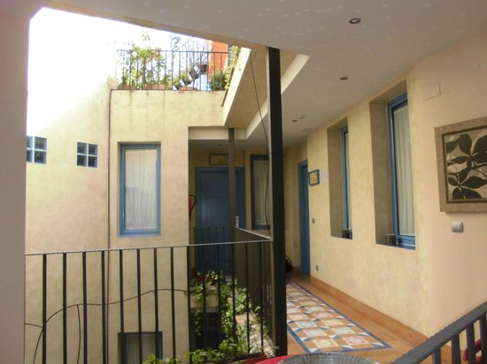 Hotel Conde de Cárdenas: pasillos habitacion