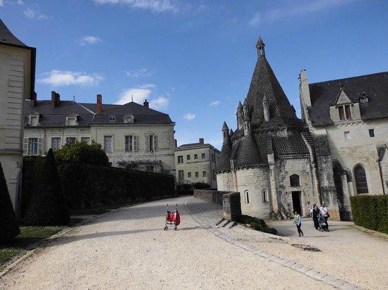Abbaye Royale de Fontevraud : vue d'ensemble de l'Abbaye
