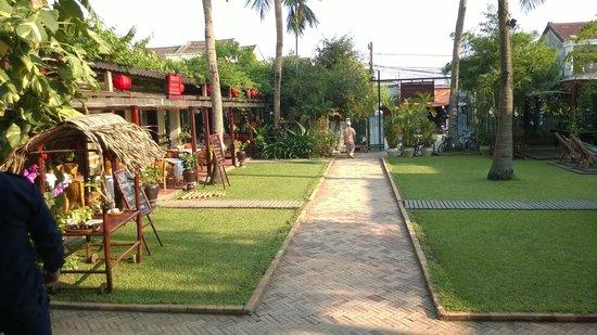 Ha An Hotel: Hotel grounds