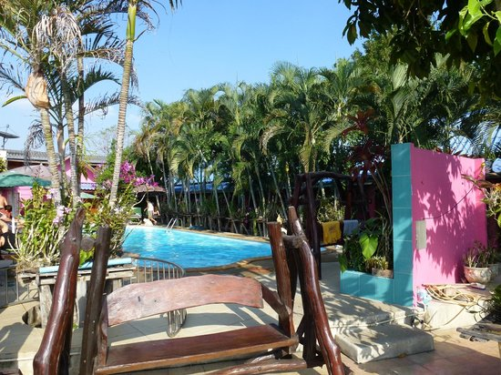 Pong Phen Guesthouse and Bungalows: Pool area