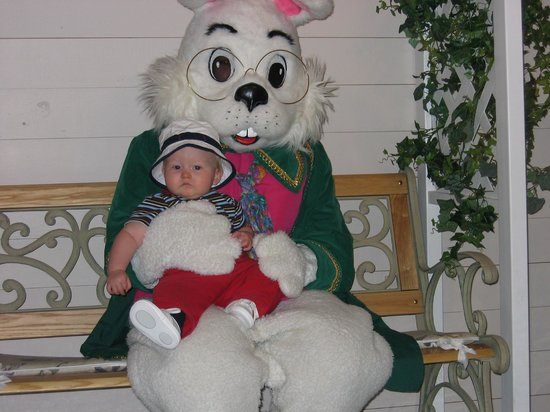 Purina Farms : The Easter bunny is here every year!
