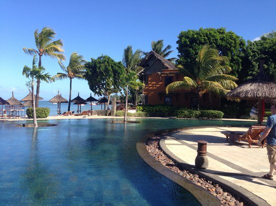 Heritage Awali Golf & Spa Resort : By the pool