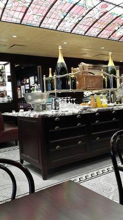 Loews Hôtel Vogue : Excelente decoración del restaurante