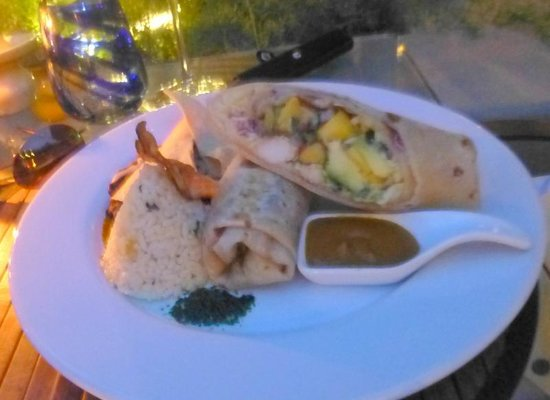 Voila Bistro : lobster burritto with mango and avocado