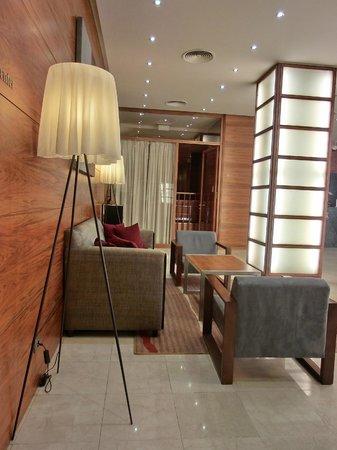 K+K Hotel Fenix: Lobby lounging
