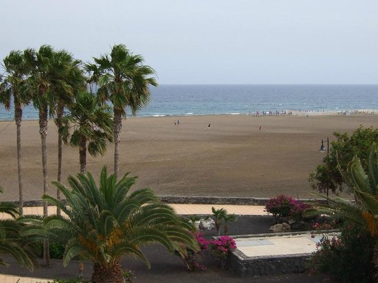 Hotel Lanzarote Village : View of beach from bedroom