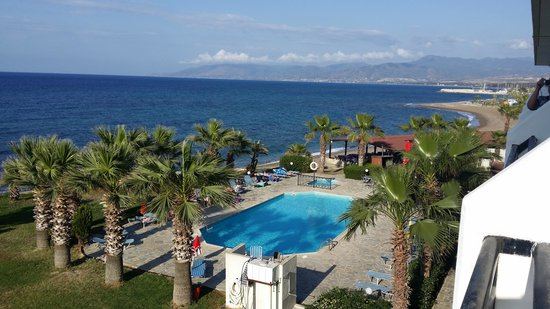 Souli Beach Hotel: swimming pool and views to the right