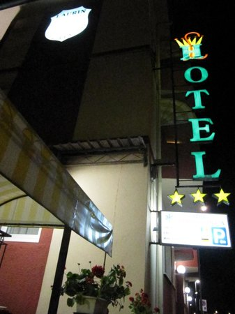 Hotel Laurin: hotel vista by night