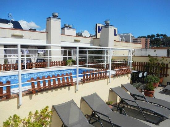 Hostal d'Es Trajo: Solarium-piscina