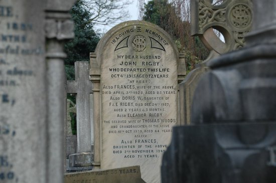 Liverpool Beatles Tours : Eleanor Rigby's tombstone