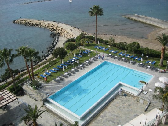 Crowne Plaza Limassol: вид с балкона.