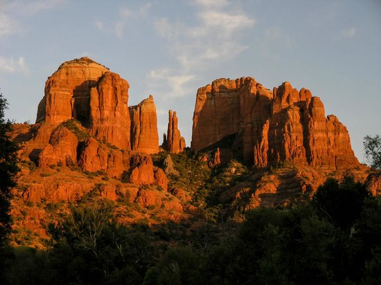 Cathedral Rock: Long distant shot with the setting sun - no foreground...