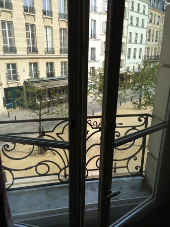 Hotel Henri IV : View of Place Dauphine