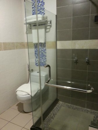 KK Times Square Hotel: Bathroom