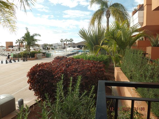 Be Live Family Costa los Gigantes: Room D212, with quiet pool and snack bar to the right