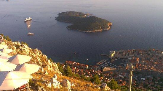 Funiculaire de Dubrovnik : Vista desde el mirador del teleférico-funicular de Dubrovnik, Croacia.