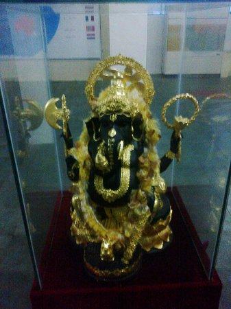Tuk Tuk & Taxi Tours: in the dumbulla musium,the hindus loard ganesh