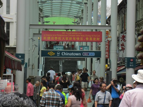 Bliss Hotel Singapore: Chinatown subway station, behind the hotel