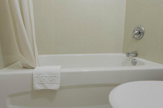 Howard Johnson Downtown Kamloops: Brand New Bathroom