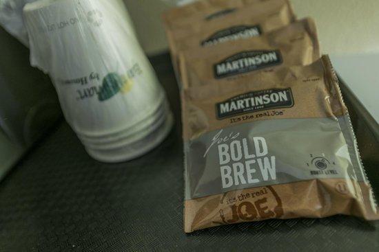 Howard Johnson Downtown Kamloops: Coffee Tray Organized