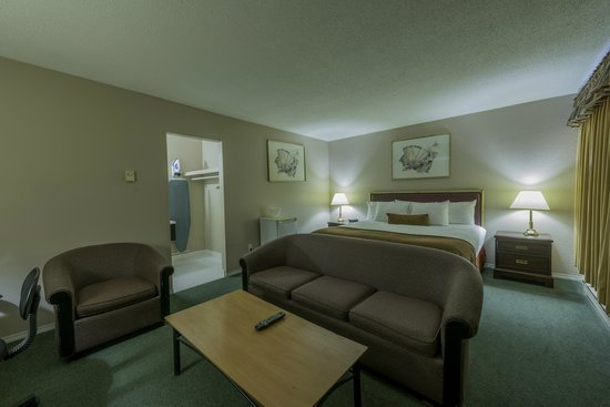 Howard Johnson Inn Downtown Kamloops: Large King Size Room