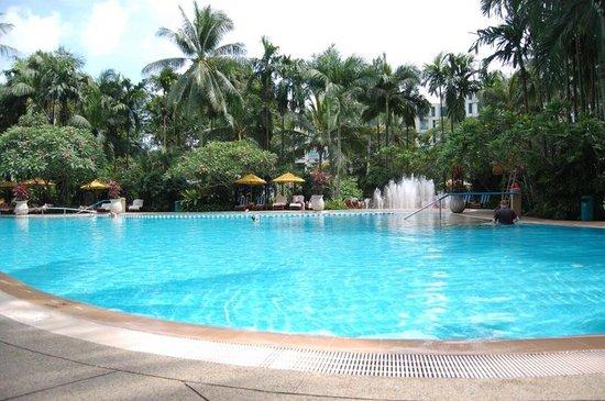 Shangri-La Hotel, Singapore: Pool!! Swim Swim