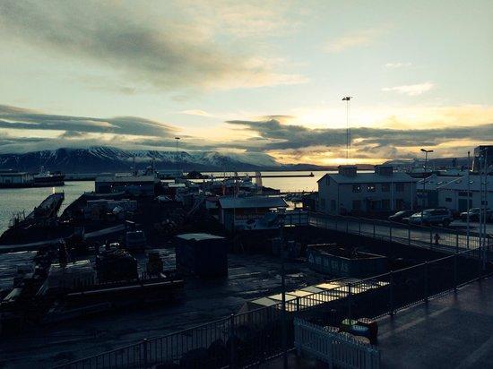 Icelandair Hotel Reykjavik Marina: Sunrise from the 2nd floor