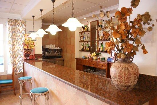 Geminis Hotel: bar
