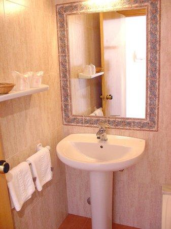 Geminis Hotel: baño