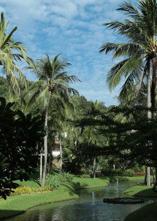 Katathani Phuket Beach Resort: The lovely gardens