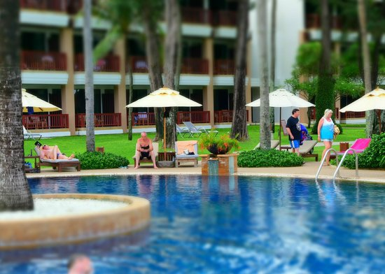 Katathani Phuket Beach Resort: Proximity of pool to rooms