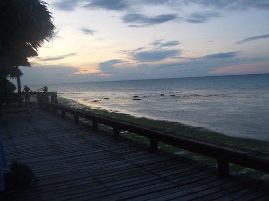 Mnarani Beach Cottages: Towards the sunset