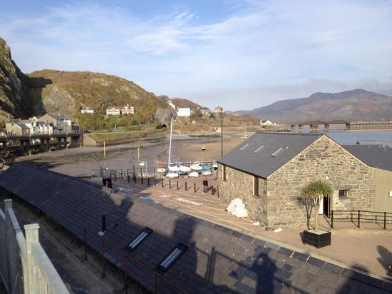 Sunray Guest House: Barmouth Harbour and Afon Mawddach tunnel and railway bridge