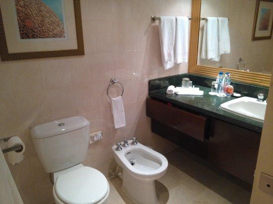 Le Meridien Abu Dhabi: cuarto de baño